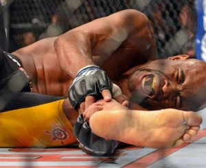 Anderson Silva, his leg kick break and how to avoid it